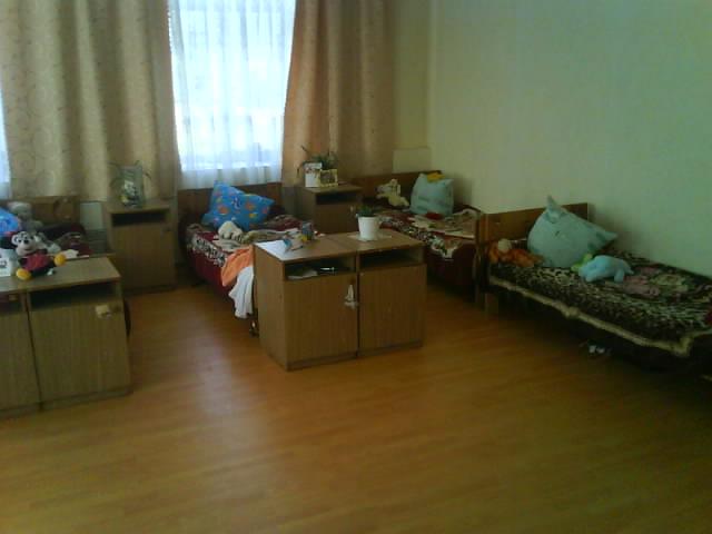 איך דמיינתם את חדר השינה של הבנות בספר ? Orphan-bedroom